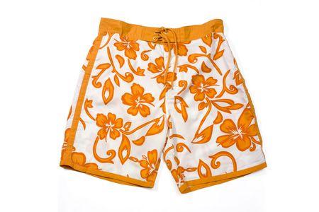 Orange florale Muster Badehose isoliert in Weiß.