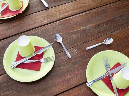 Tabelle mit Platz Einstellung und bereit zu dienen. Standard-Bild - 3361387