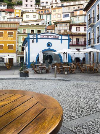 Sidewalk Cafe Tabelle in Cudillero, Asturien, Spanien. Standard-Bild - 3648275