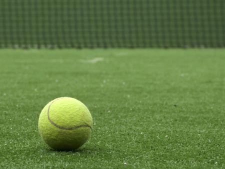 Tennis Ball auf Kunstrasen der Paddel Gericht. Standard-Bild - 3842255