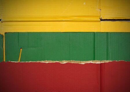 Flagge von Litauen aus Wellpappe Standard-Bild - 5119087