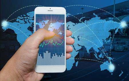 transporte terrestre: Ver tel�fono inteligente env�o gr�fico de negocios. Foto de archivo