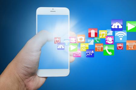 Moderne Smartphone mit Anwendungs ??Pop-up-Touchscreen. Standard-Bild