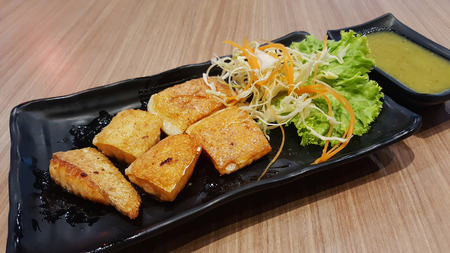 gill: Gill salmon with salad and spicy seafood sauce