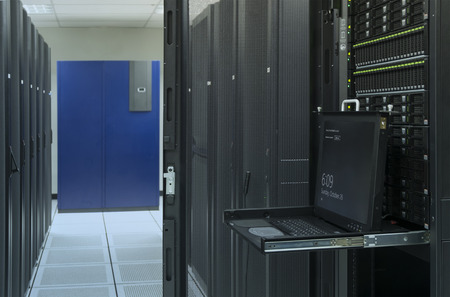 webserver: monitor console and server in data center