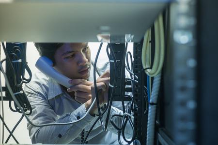 troubleshooting: solución de problemas hombre en el centro de datos con consultar por teléfono