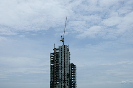 Crane build a high building