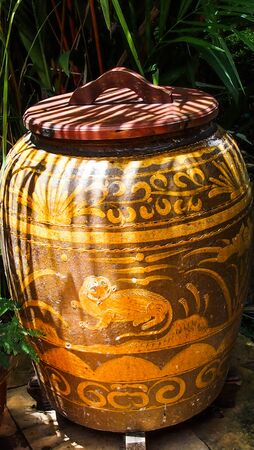 ancient chinese jar
