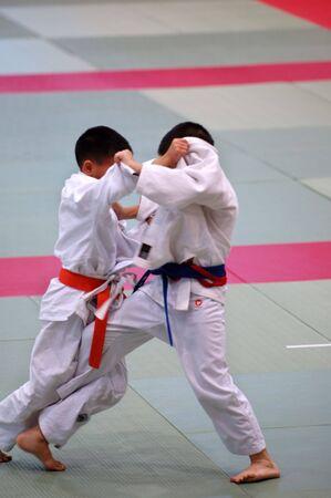 judo: El karate ni�os que luchan por la competencia