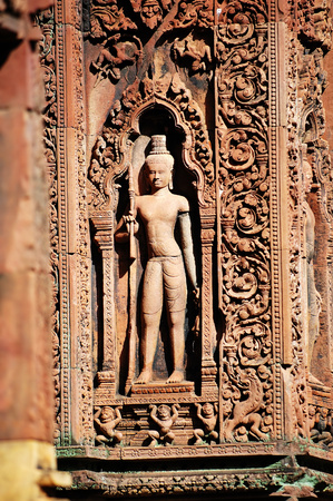 cambodia sculpture: Statue carving on mandapa, Banteay Sreiz, Cambodia Stock Photo