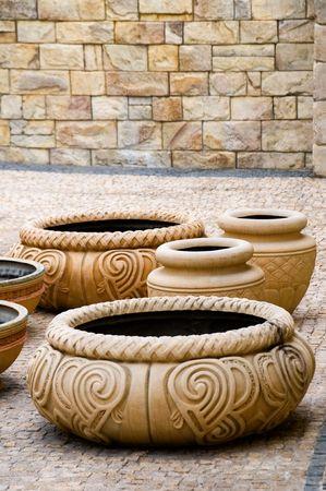 El grupo de antiguos jarrones decorativos de arcilla Foto de archivo - 5113584