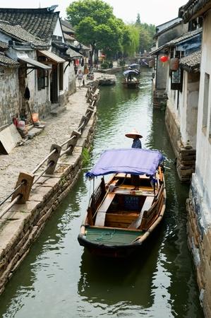 vintage: De detial van de constructie van het water de stad in China Redactioneel