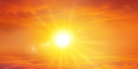 sonne: Panorama warmen Sonnenuntergang. Hohe Aufl�sung Himmel Hintergrund mit einem strahlenden untergehenden Sonne
