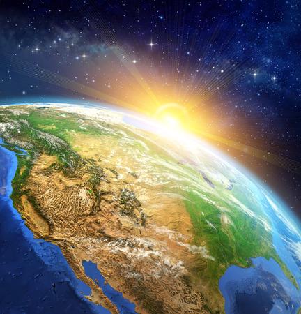 Salida del sol sobre la Tierra. Muy alta definición de la imagen del planeta tierra en el espacio exterior con el sol naciente. Los elementos de esta imagen proporcionada por la NASA