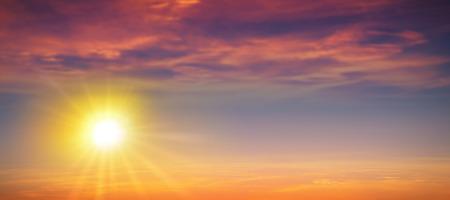 높은 해상도 여름 태양 배경