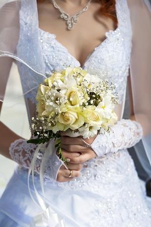 bruidsboeket: bruidsboeket in de handen van de bruid Stockfoto