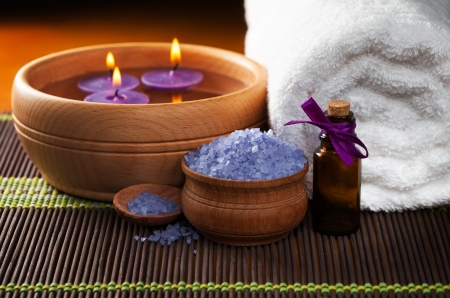lavender bath salt and flower Stock Photo - 17991647