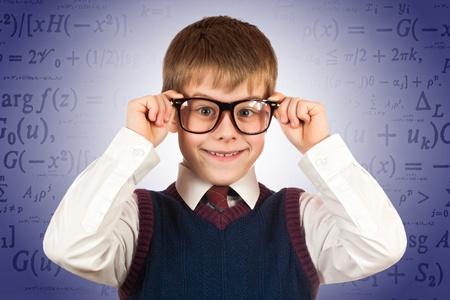 prodigy: piccolo prodigio bambino sullo sfondo formule
