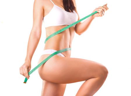 Nettes Mädchen Athlet auf einem weißen Hintergrund