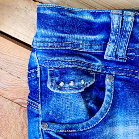 Close-up blue denim met pocket