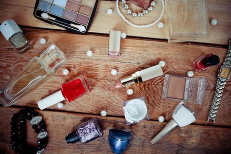 Decoratieve cosmetica over achtergrond. Stockfoto