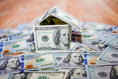 cash money: Casa hecha de dinero en efectivo