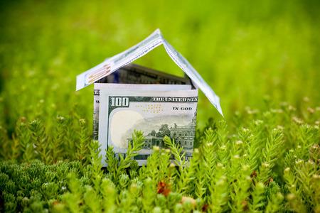 Concept beeld op geld voor nieuwe woningen Stockfoto