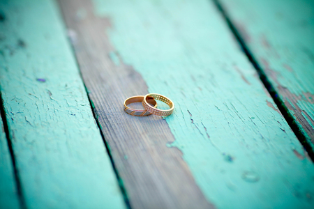 Wedding rings on an old wooden background Stock fotó - 85036068