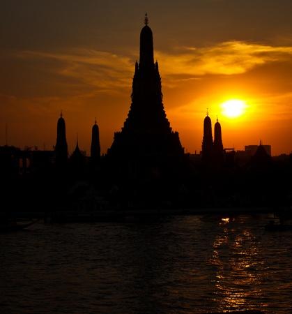 Wat Arun in sunset, Bangkok Thailand Stock Photo - 11901699