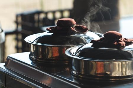 Boil a pot of boiling food