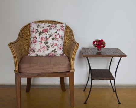 Wicker Stühle im Wohnzimmer platziert. Standard-Bild - 16930112