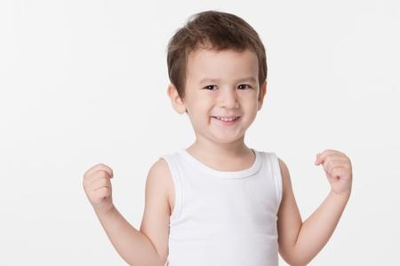 Portrait von freudig sch?nen kleinen Jungen isoliert auf wei?em Hintergrund Standard-Bild - 20357384