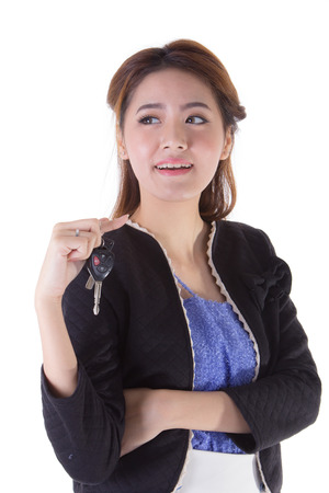 Frau mit einem Autoschlüssel. Isoliert auf weiß. Standard-Bild - 29213039