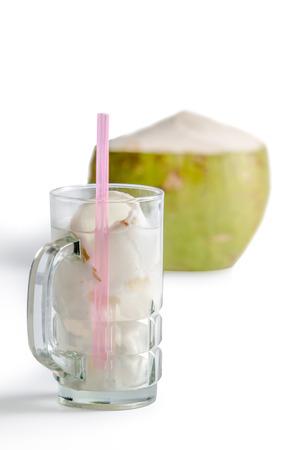 Oconut in Glas auf weißem Hintergrund Standard-Bild - 36375115