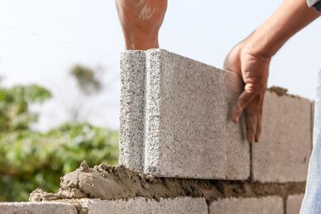 Konstruktion Maurer Arbeitnehmer Maurer installieren Standard-Bild - 38740335