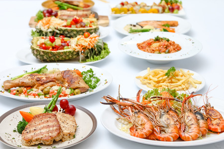Mamy Essen auf Tisch Standard-Bild - 39022698