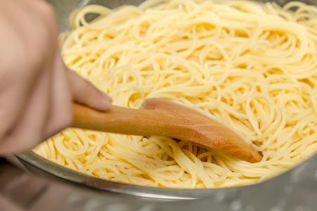 boiling: Boiling spaghetti in pot
