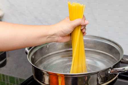 boiling: Boiling spaghetti in hot water