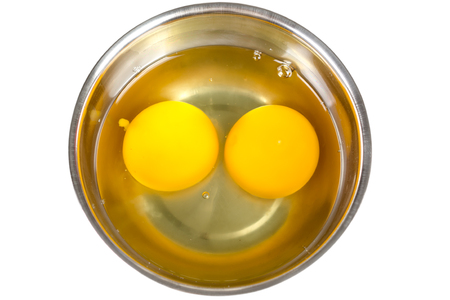 single whip: Raw eggs in bowl