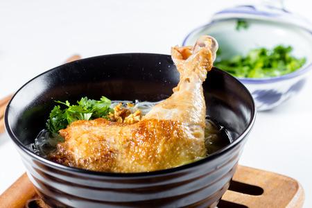thai cuisine, Chicken Noodle Soup in a bowl Banque d'images