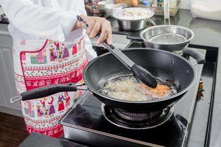 日本揚げフライパンで豚肉作り 写真素材