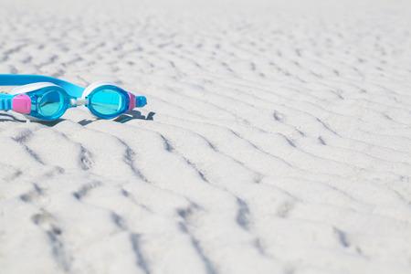 kinderbril om op het zand te zwemmen