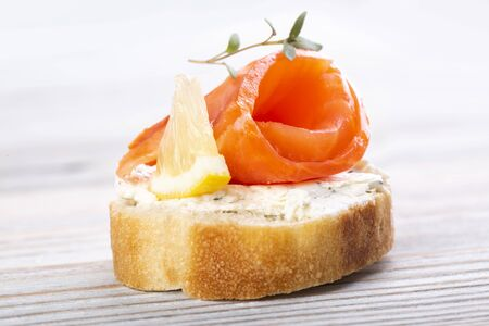 Mini salmon sandwiches on a white wooden table Standard-Bild - 149381137