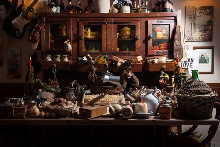 demijohn: Big collection of a variety of items and foods belonging to the italian culinary tradition