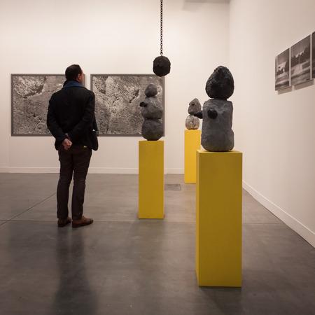 Mailand, Italien - 28. März: Die Leute besuchen Miart, internationale Fachmesse für moderne und zeitgenössische Kunst am 28. März 2014 in Mailand.