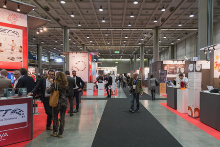 MILANO, ITALIA - 22 ottobre: ??Persone visitano Smau, fiera internazionale delle tecnologie dell'informazione della comunicazione il 22 ottobre 2014 a Milano. Editoriali