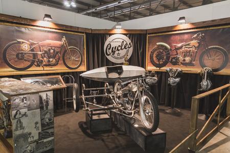 cycles: MILAN, ITALIE - 5 novembre: Cycles anormaux reposer � EICMA, exposition internationale de moto sur 5 novembre 2014 � Milan.