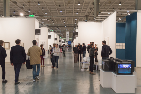 MILAN, ITALY - APRIL 10: People visit Miart, international exhibition of modern and contemporary art on APRIL 10, 2015 in Milan. Publikacyjne