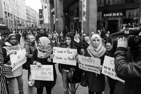 MILAN, ITALY - NOVEMBER 21: The Muslim Community demonstrates against every kind of terrorism in the name of Islamic religion on NOVEMBER 21, 2015 in Milan. Фото со стока - 48399198