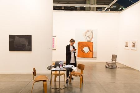 expositor: MIL�N, ITALIA - 8 abril: Expositor en Miart, exposici�n internacional de arte moderno y contempor�neo el 8 de abril, 2016, Mil�n. Editorial